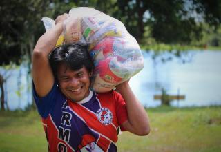 Prefeitura de Barreirinha e Funai distribuem mais 4 mil cestas básicas a famílias da etnia Sateré-Mawé / Divulgação