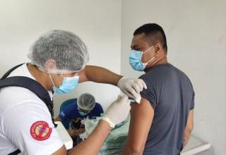 Em Tefé, Policiais Militares recebem 1ª dose da vacina contra Covid-19 / Foto: Divulgação/PMAM