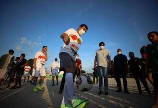 População comemora inauguração do Campo do Teixeirão revitalizado pelo Governo do Amazonas / Foto: Lucas Silva/Secom