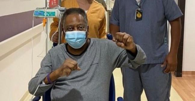 Rei Pelé está cada dia melhor após cirurgia para a retirada do tumor no cólon