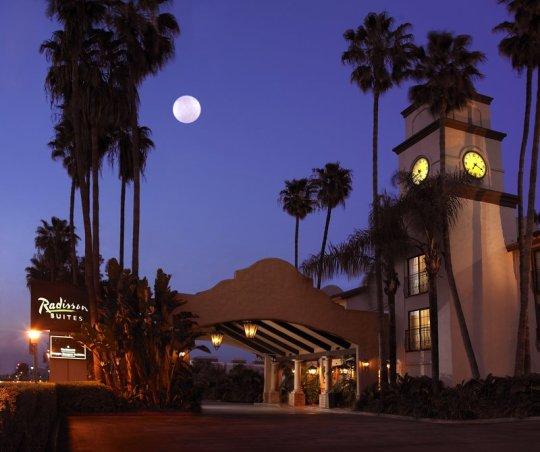 Buena Park: Raddison Suites