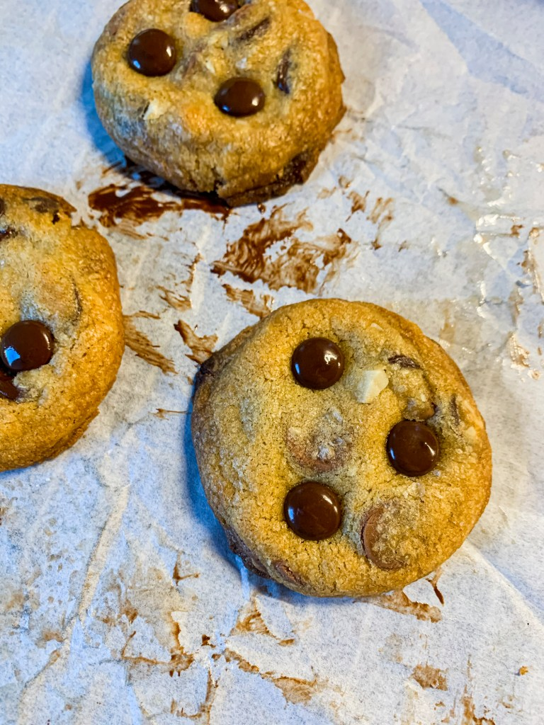 chocolate-chip-macadamia-nut-cookies