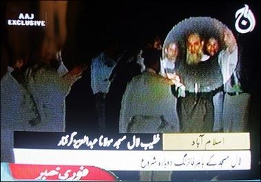 abdul-aziz-coward-in-burqa.jpg