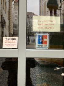 Touristen willkommen. Nicht. Regensburg Februar 2020. (@real_mos)