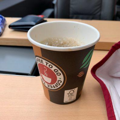 Kaffee vom mobilen Bordservice im SÜWEX. Die einzige Bargeldzahlung des Wochenende
