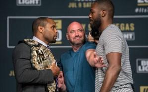 Cormer e Jon Jones na coletiva d eimprensa do UFC 200 / Foto: Josh Hedges/Zuffa LLC/Zuffa LLC via Getty Images