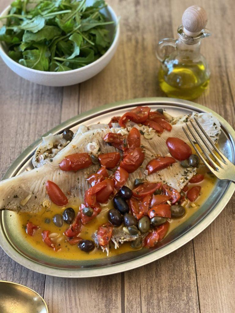 Razza in umido con pomodorini, capperi e olive