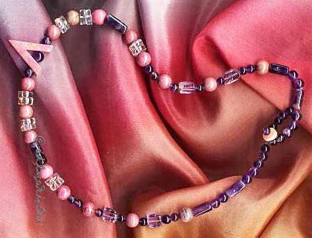 Violetter Amethyst, Bergkristall und rosa Rhodonit als Halskette