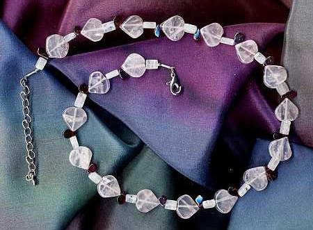Rosenquarz, Granat, Mondstein als Halskette