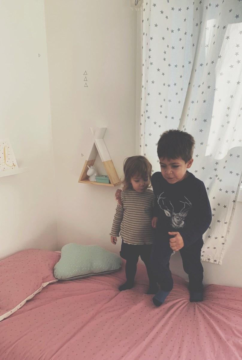 Irmãos juntos no mesmo quarto