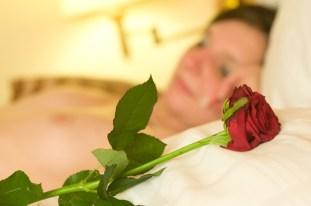 W łóżku z różą