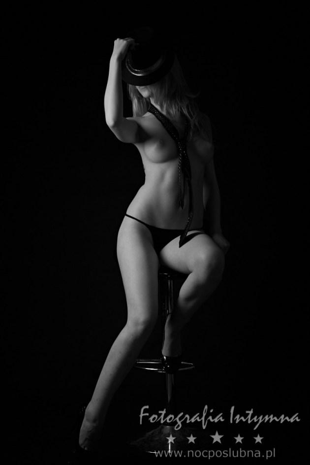 Zdjęcie z ukrytą twarzą - fotografia intymna