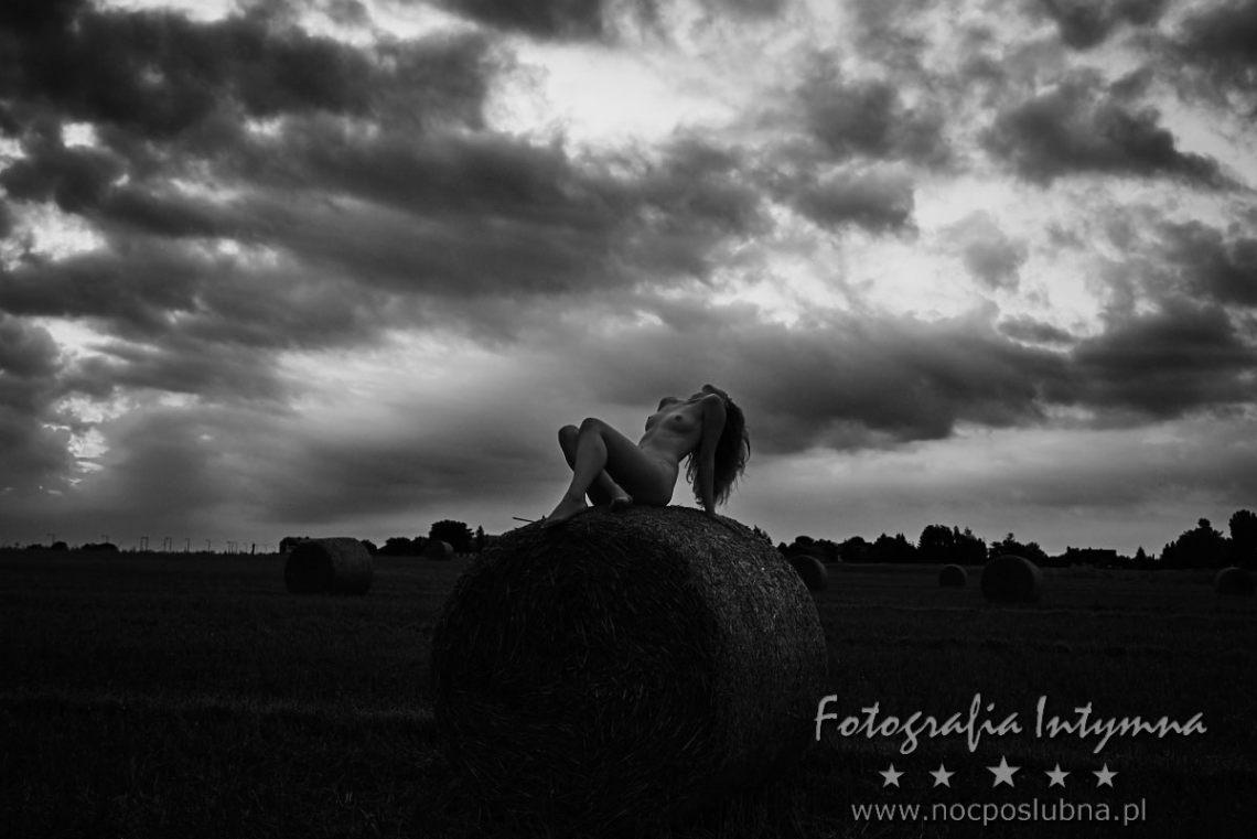 Fotografia intymna - Sesja z modelką o świcie