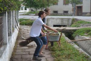 Voluntarii la Nocrich stiu sa imbine distractia cu munca