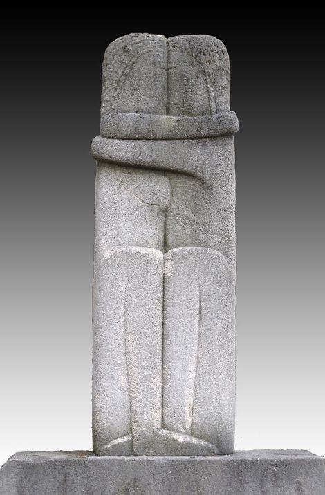 Constantin Brâncuşi, 1909, The Kiss (Le Baiser), 89.5 x 30 x 20 cm, stone, Cimetière de Montparnasse, Paris