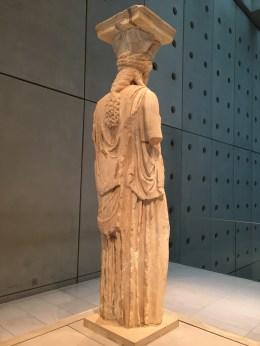Achterkant van een van de Kariatiden - nieuw Acropolis Museum Athene