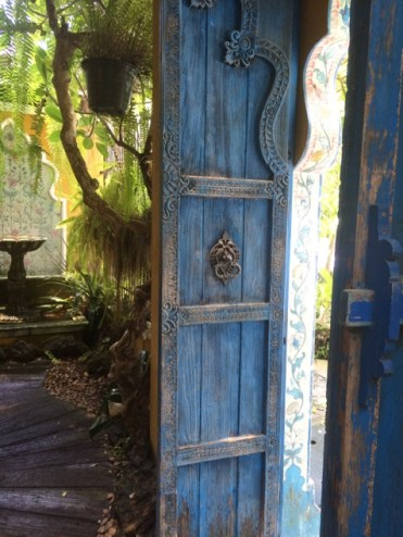 I would love to have these beautiful blue doors