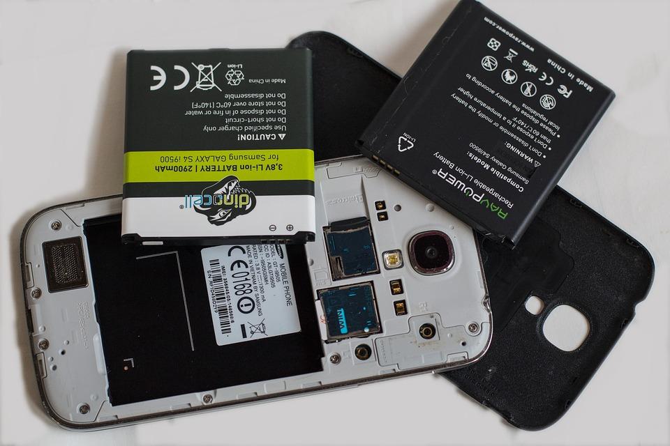Los mejores celulares con batería extraíble