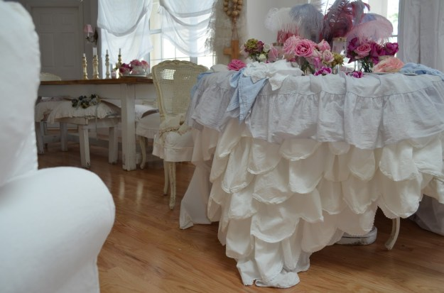 ruffle party table setting