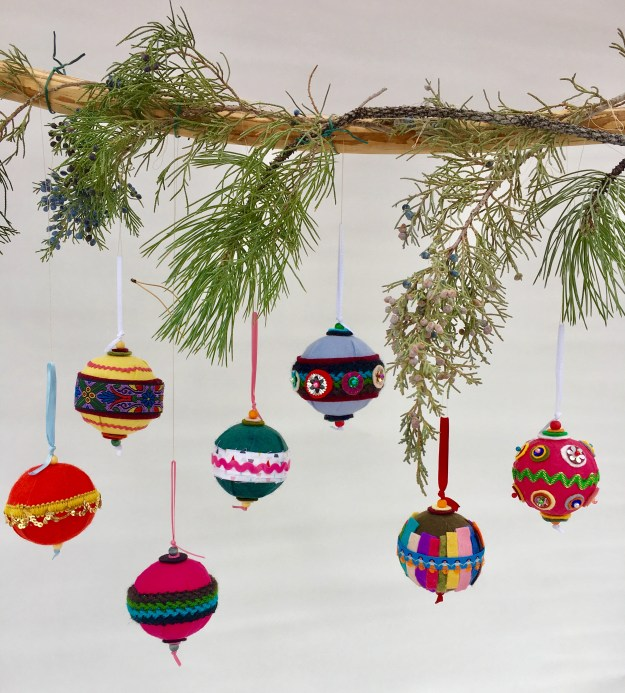 Easy felt christmas ornaments diy noelle o designs here is how to make felt covered styrofoam ball christmas ornaments solutioingenieria Gallery