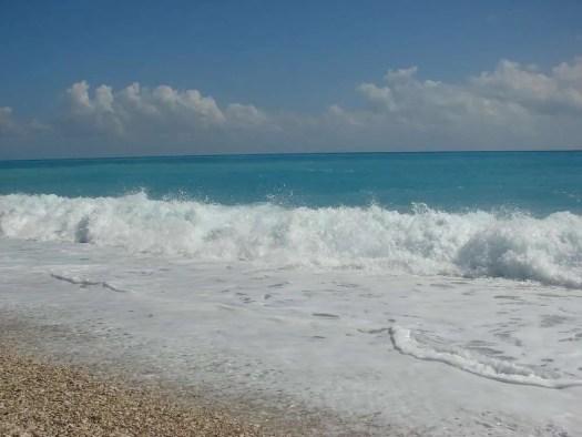 Barahona e le spiagge di ciottoli ed onde