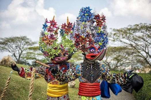 """i caratteristici lechones, i """"diavoli maiale"""" del carnevale della Repubblica Dominicana"""