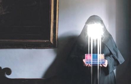 Madalena Reversa, Blank Composition: The White Girl, frame dal video di Alex Torinesi