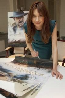 Concurso 'El maestro del agua': Tenemos carteles firmados por Russell Crowe y Olga Kurylenko