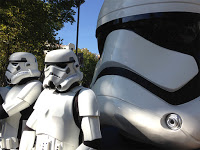 Exposición de cascos en Madrid con motivo de 'Star wars: El despertar de la fuerza'