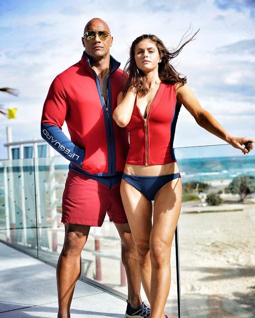 Primera foto de Alexandra Daddario junto a Dwayne Johnson en 'Los vigilantes de la playa'