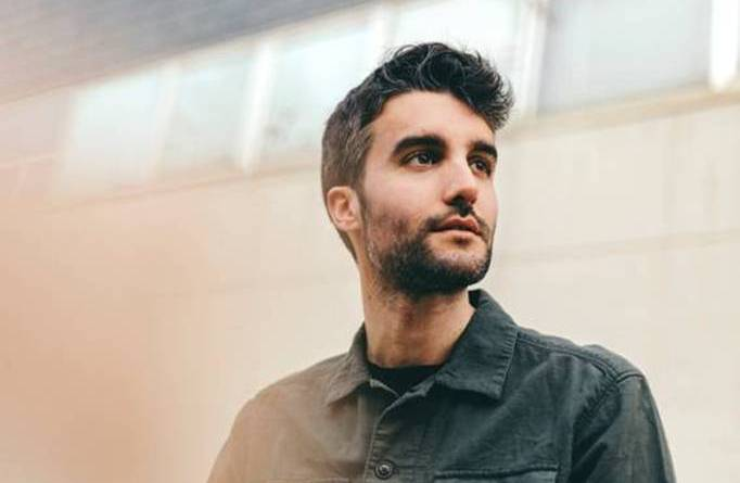 El compositor Nico Casal pone música a 'Maricón perdido' serie de Bop Pop