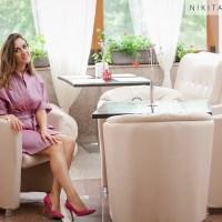 Petrecem zilele însorite de toamnă cu o rochie petrecută creație Nikita Rinadi