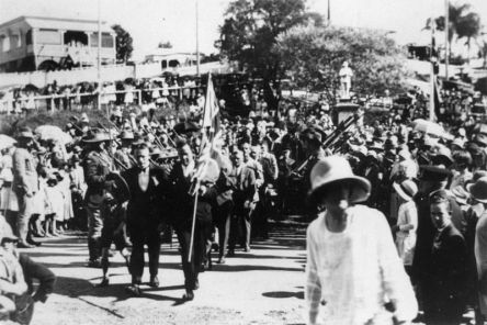 Anzac Day march at Manly, Brisbane, 1922. Photo: John Oxley Library, State Library of Queensland