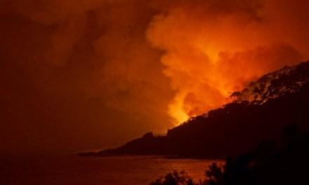 Intense #Bushfire hits Surf Coast Christmas Day forcing evacuations – @takvera #vicfires