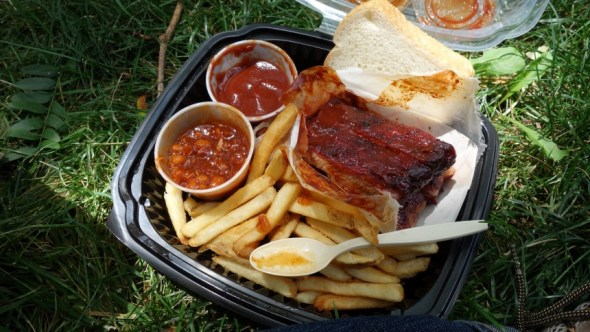 BBQ ribs with fries and beans