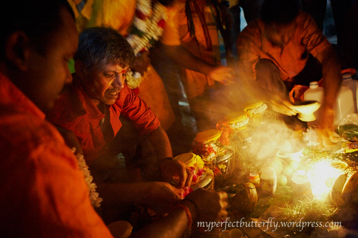 Thaipusam 2011, Devotees sit over a fire