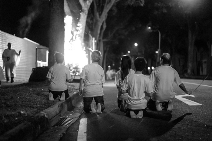 Chinese Funeral, Singapore, Traditional, Leica, Jamie Chan, Blogger, Burning, fire, offering