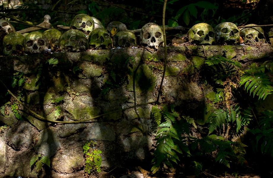 kuburan terunyan, Bali, Indonesia, No Foreign Lands, Jamie Chan, Leica, dead, skulls, tourist