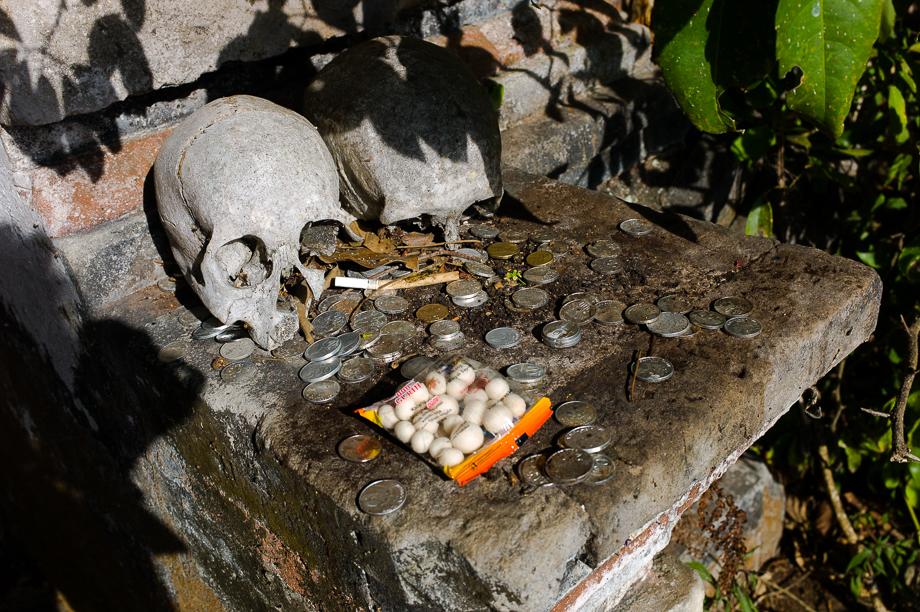 kuburan terunyan, Bali, Indonesia, No Foreign Lands, Jamie Chan, Leica, Skulls, Dead, Offering
