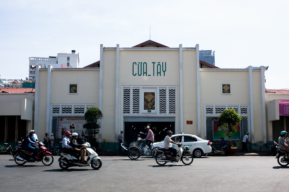 Bến Thành, entrance, Ho Chin minh, Street Photography, Leica, No Foreign Lands, Travel Blogger, Jamie Chan