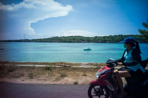 Lomography, New Russar+ Lens, Sandy Beach, Nusa Lembongan, Sea, Leica M-E, scooters