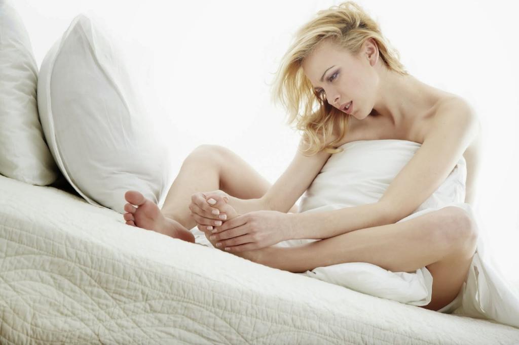 Почему во время беременности болят пятки и как это лечить.