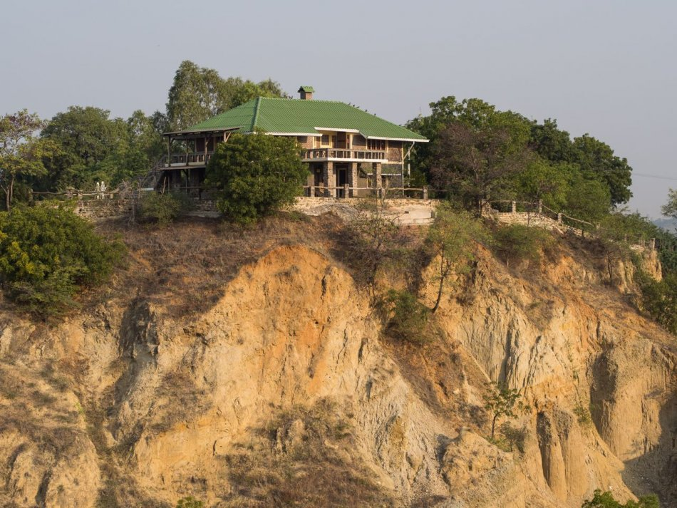 Lei Thar Gone Guesthouse perched atop a bluff