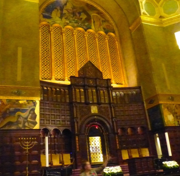Torah scrolls and organ, Wilshire Blvd Temple