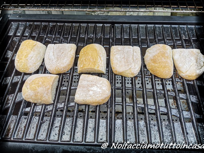 Crostini-fichi-zincarlin-miele-di-erica