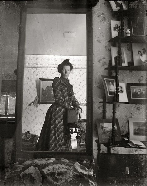A woman's selfie from 1900