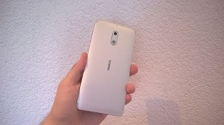 Nokia 6 back in hand