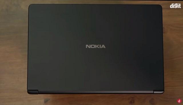 Manos del portátil Nokia PureBook X14