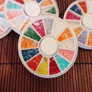 Цветни перлички за нокти
