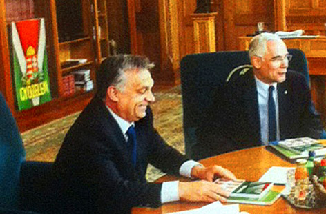 ...Orbán dolgozószobájában